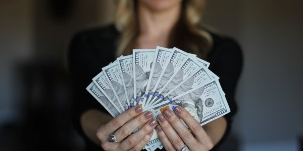 Is there any easy way to earn money online as a part-time job?